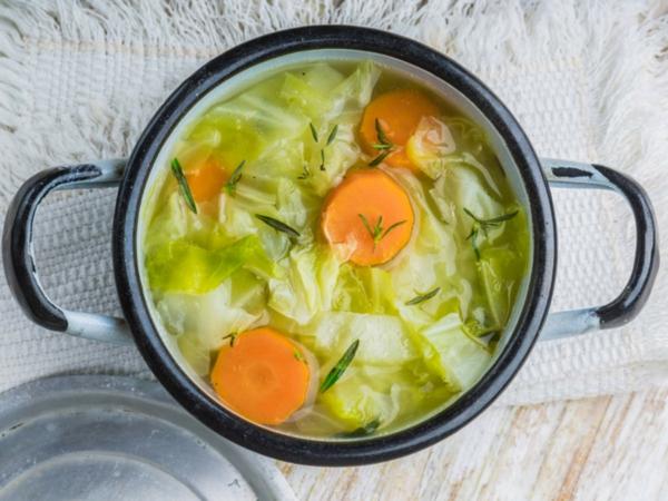 Suppendiät Vorteile Nachteile Diätsuppen Gemüsesuppe Rezepte