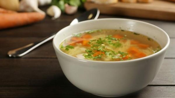 Suppendiät Vorteile Nachteile Diätsuppen einfache Gemüsesuppe