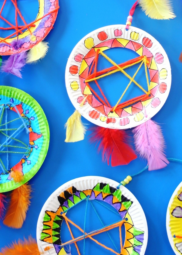 Traumfänger für Kinder aus Pappteller basteln Anleitung Bastelideen