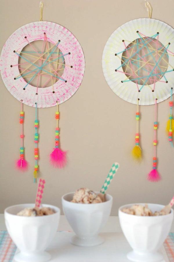 Traumfänger für Kinder aus Pappteller basteln Anleitung