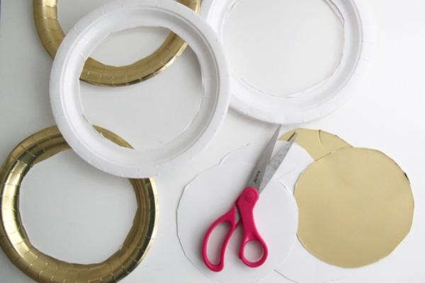 Traumfänger für Kinder basteln Pappteller schneiden
