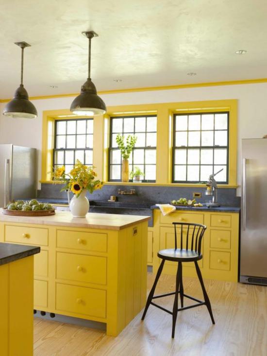 Trendfarben 2021 im Interieur moderne Küche in Illuminating Yellow warm gemütlich einladend