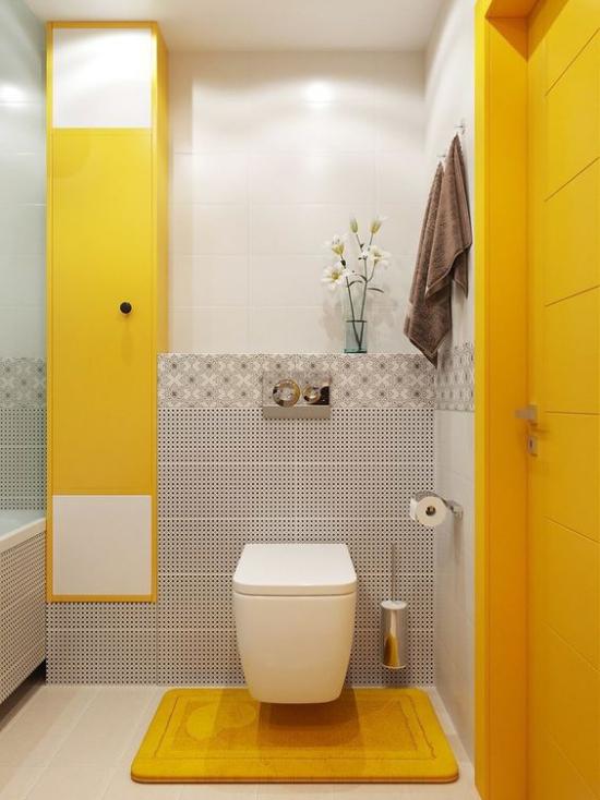 Trendfarben 2021 im Interieur modernes Badezimmer in leuchtendem Gelb