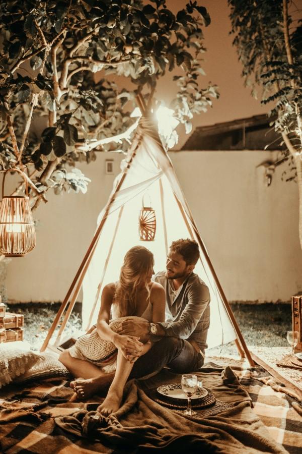 Valentinstag Unternehmungen für Zuhause – Ideen für Liebespaare trotz Corona picknick camping im garten