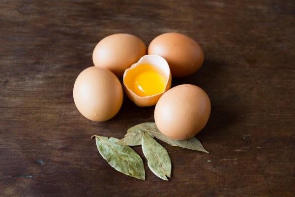 Valentinstag Ursprung und Bräuche - das Fest der Liebenden traditionell feiern eier und lorbeerblätter glück liebe träume