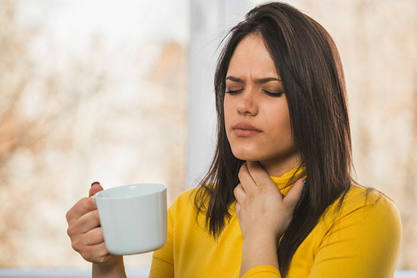 Welche Hausmittel gegen Halsschmerzen kennen Sie Hier sind 9 davon Kräutertee
