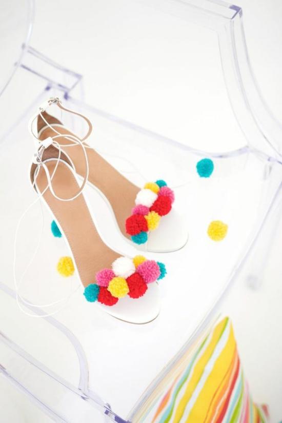 basteln für erwachsene pompons sandalen dekorieren