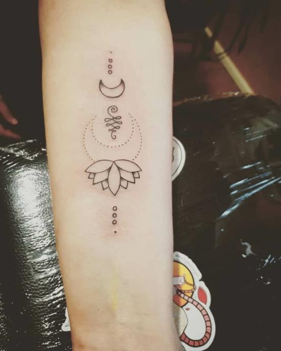 buddhistisches unalome tattoo
