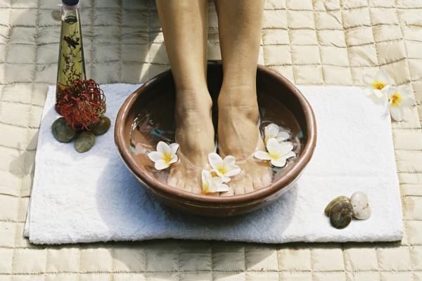 fußbad selber machen mit exotischen blühten