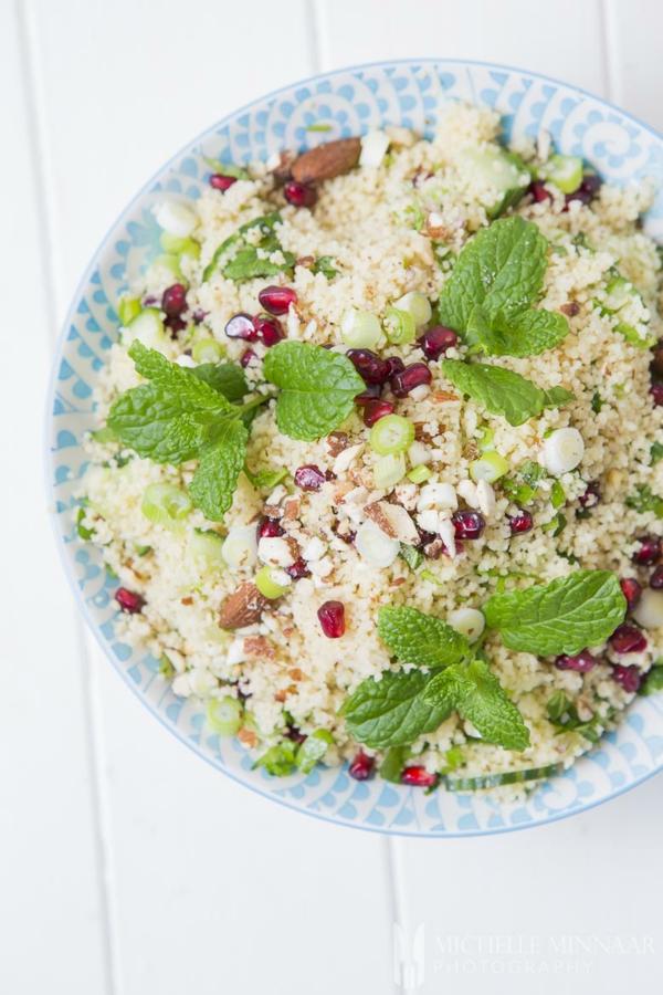 granatapfel erbsen couscous salat zubereiten
