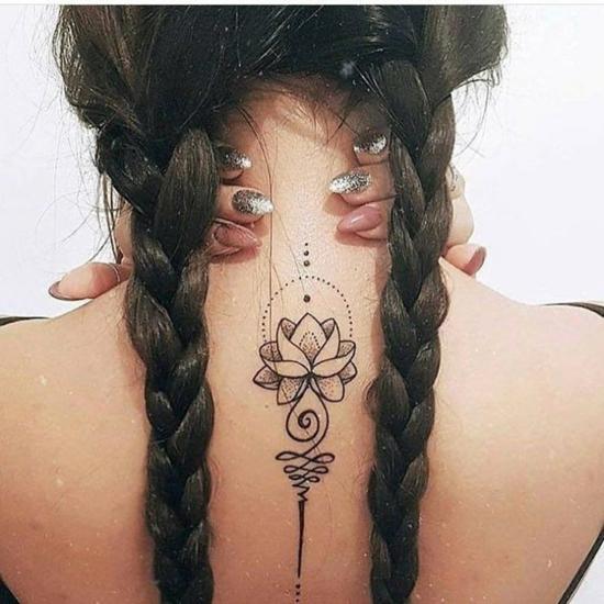 lotus unalome tattoo rücken