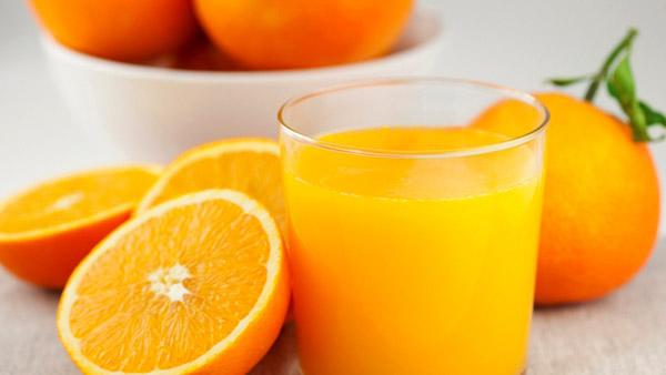 strahlende Gesichtshaut gesunde Lebensmittel Orangensaft trinken gesund und lecker