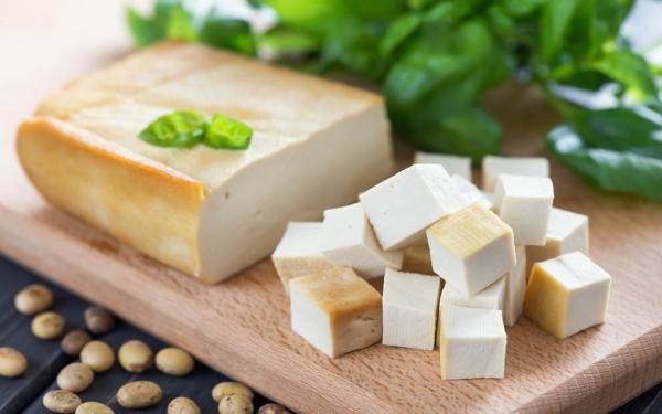 strahlende Gesichtshaut gesunde Lebensmittel Tofu Sojaquark eiweißreich gut für Vegane und Vegitarier