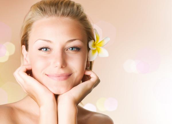 strahlende Gesichtshaut gesunde Lebensmittel junge Frau frisch gesund aussehen