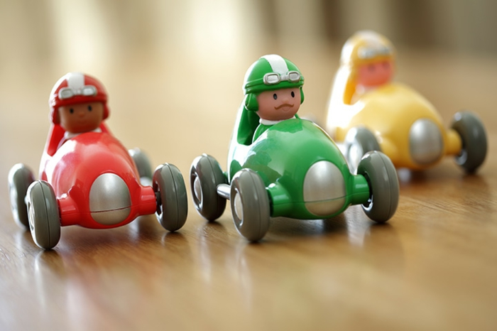upcycling ideen faschinbasteln mit kidenrn fingerpuppen auto rennen