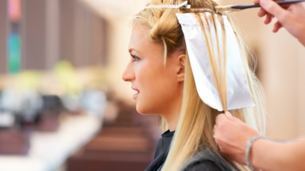 zurück zu Ihrer Naturhaarfarbe Haarstylisten besuchen