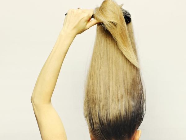 zurück zu Ihrer Naturhaarfarbe dunkler Haaransatz