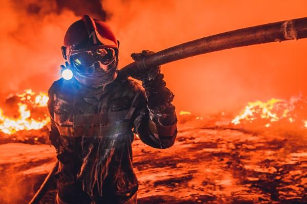 2020 Tokyo International Foto Awards – Top 20 Gewinnerfotos des Jahres garbage in the clouds