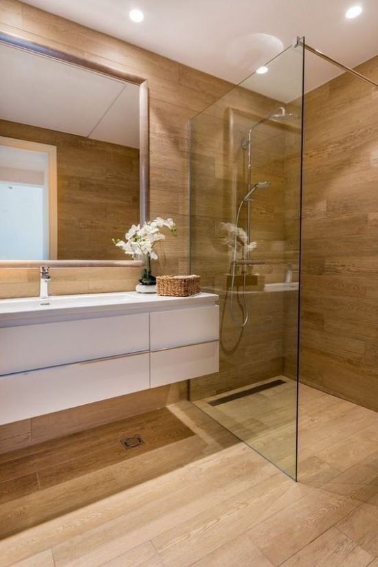 Badezimmer Trends 2021 Duschecke Waschtisch Fliesen un Holzoptik einen guten Einsatz im modernen Bad