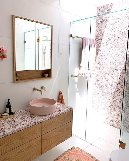 Badezimmer Trends 2021 Terrazzo auf der Waschtischplatte Blickfang Dusche Glaswand
