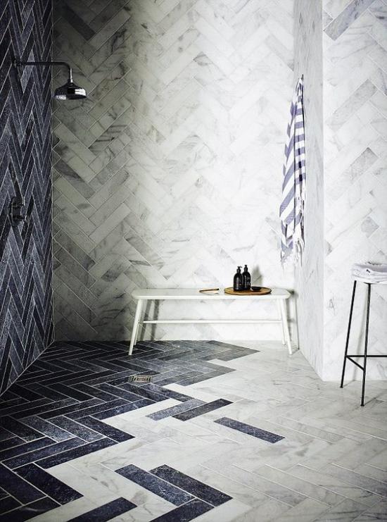 Badezimmer Trends 2021 attraktive Fliesengestaltung farbiger Übergang sehr aktuell und gefragt im Baddesign
