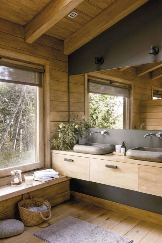 Badezimmer Trends 2021 viel echtes Holz Korb weites Fenster großer Spiegel Spa Erlebnis garantiert