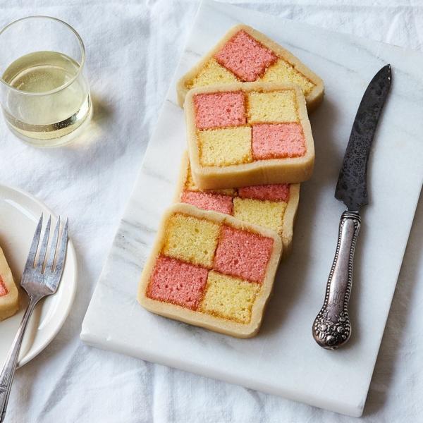Battenberg Kuchen zubereieten - ein englisches Dessert mit deutscher Herkunft