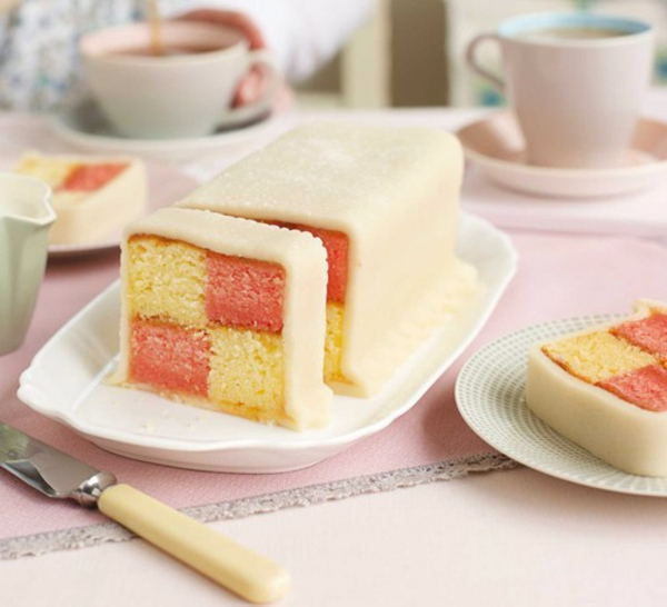 Battenberg Kuchen zubereieten rosa weiß Schachbrettmuster