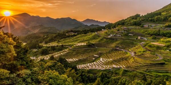 Februar ist der nationale Monat des Haiku Gedicht Schreibens japan landschaft berge
