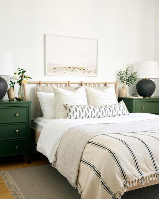 Frühlingsdeko Ideen fürs Schlafzimmer authentisches Retro Ambiente rustikales Plaid mit Fransen sehr gemütlich