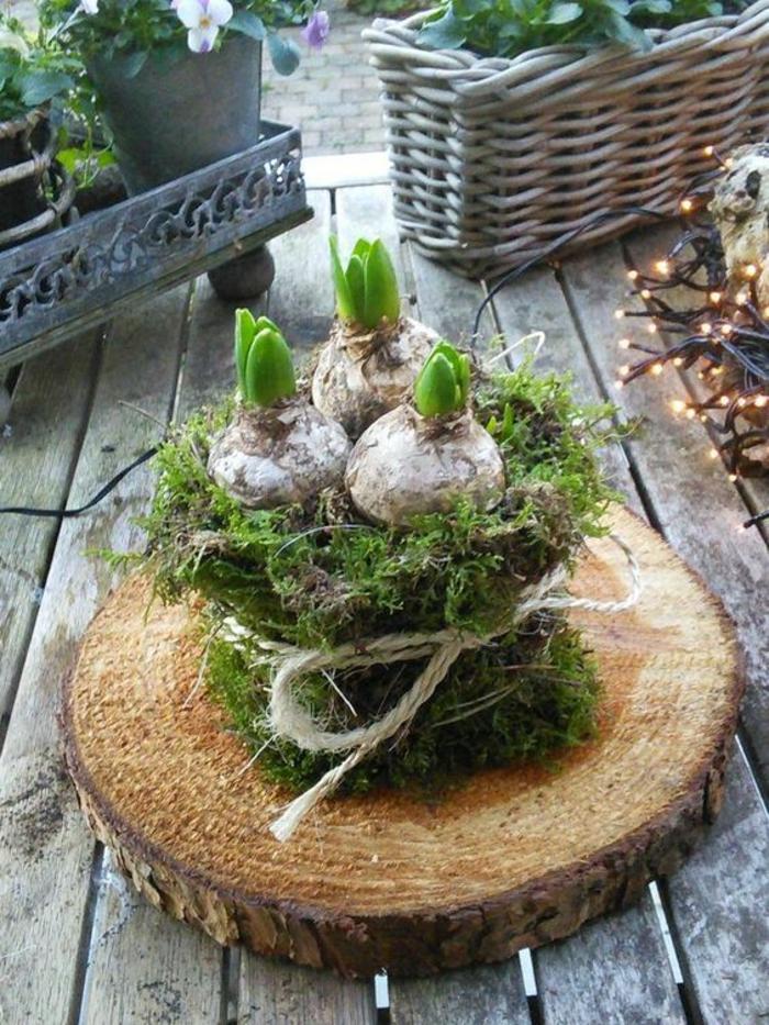 Frühlingsdeko selber machen basteln mit naturmaterialien baumstammscheibe