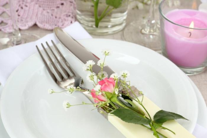 Frühlingsdeko selber machen basteln mit naturmaterialien einmachglas
