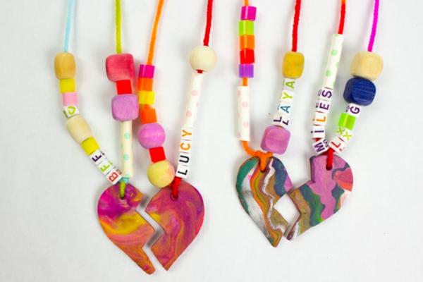 Freundschaftsketten basteln aus Polymer Clay Anleitung Bastelperlen