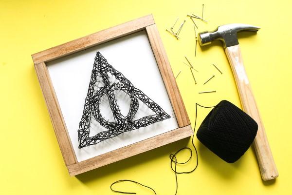 Harry Potter Bastelideen zum 20. Jubiläum – zauberhafte Anleitung für Hexen und Zauberer heiligtümer string art