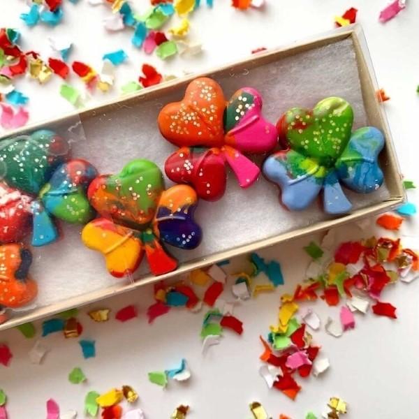 Kleeblatt basteln mit Kindern und Erwachsenen – Ideen und Anleitungen zum St. Patrick's Day malstifte schmelzen schamrock