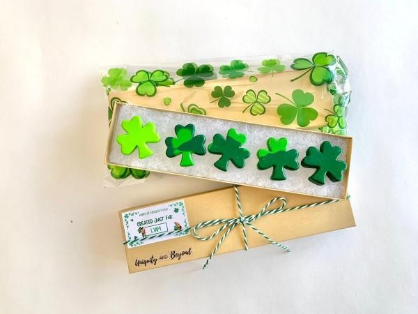 Kleeblatt basteln mit Kindern und Erwachsenen – Ideen und Anleitungen zum St. Patrick's Day schamrock ideen anleitung stifte