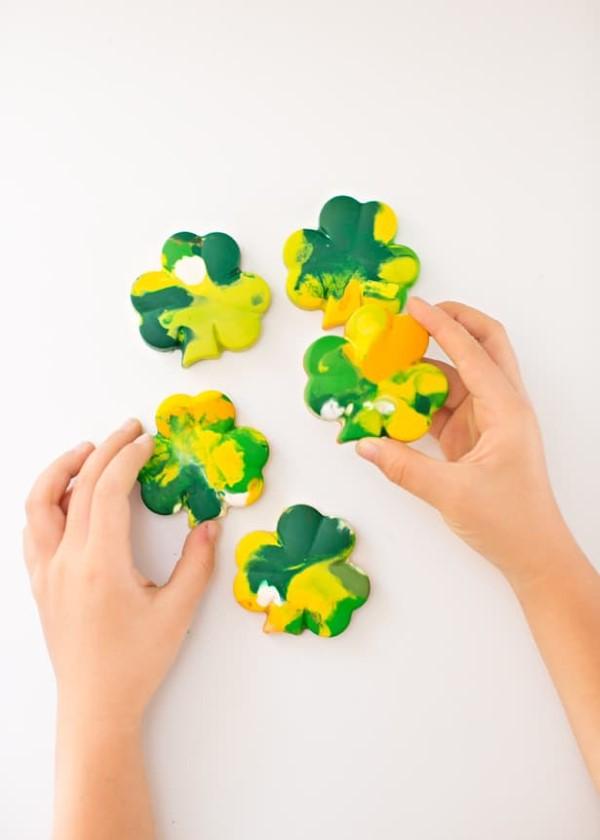 Kleeblatt basteln mit Kindern und Erwachsenen – Ideen und Anleitungen zum St. Patrick's Day schamrock kinder schmelzen ideen