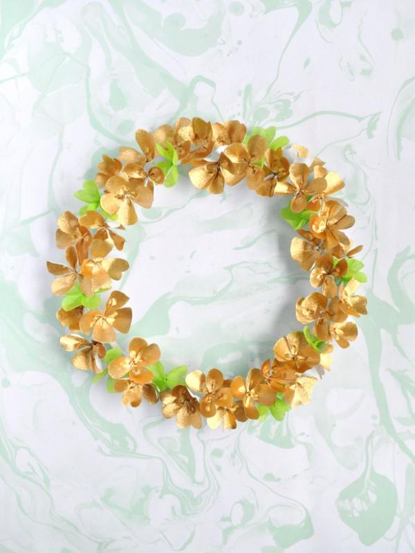 Kleeblatt basteln mit Kindern und Erwachsenen – Ideen und Anleitungen zum St. Patrick's Day türkranz klee schamrock grün orange