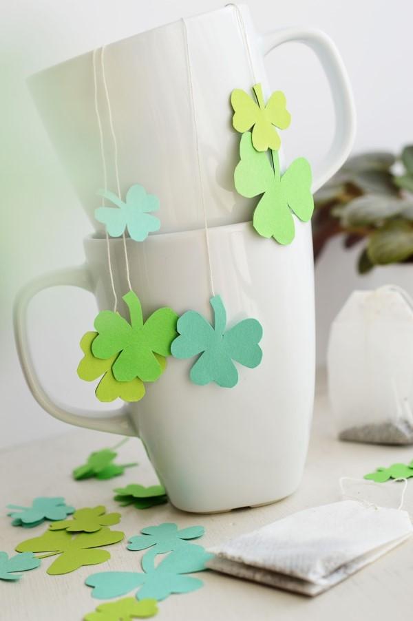 Kleeblatt basteln mit Kindern und Erwachsenen – Ideen und Anleitungen zum St. Patrick's Day tee beutel mit schamrock