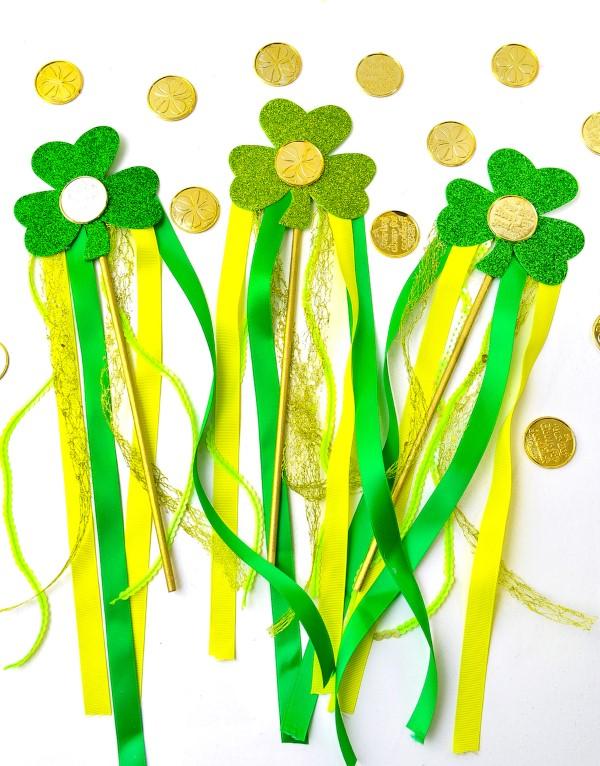 Kleeblatt basteln mit Kindern und Erwachsenen – Ideen und Anleitungen zum St. Patrick's Day zauberstab kostüm goldschatz