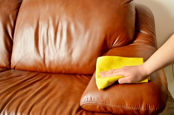 Möbel aus Leder Tipps und Tricks Wohnzimmer Ledersofa polieren
