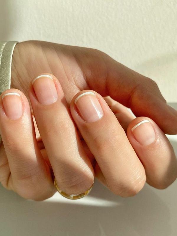 Micro Manicure Nageldesign Nageltrend schlicht Micro French