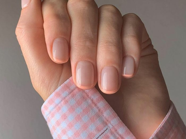 Micro Manicure schlichtes Nageldesign Nageltrend Micro French Anleitung