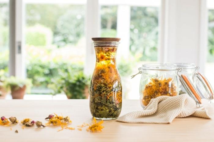 Naturkosmetik selber machen flasche ringelblume