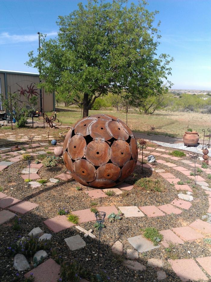 Rostige Gartendeko kugel