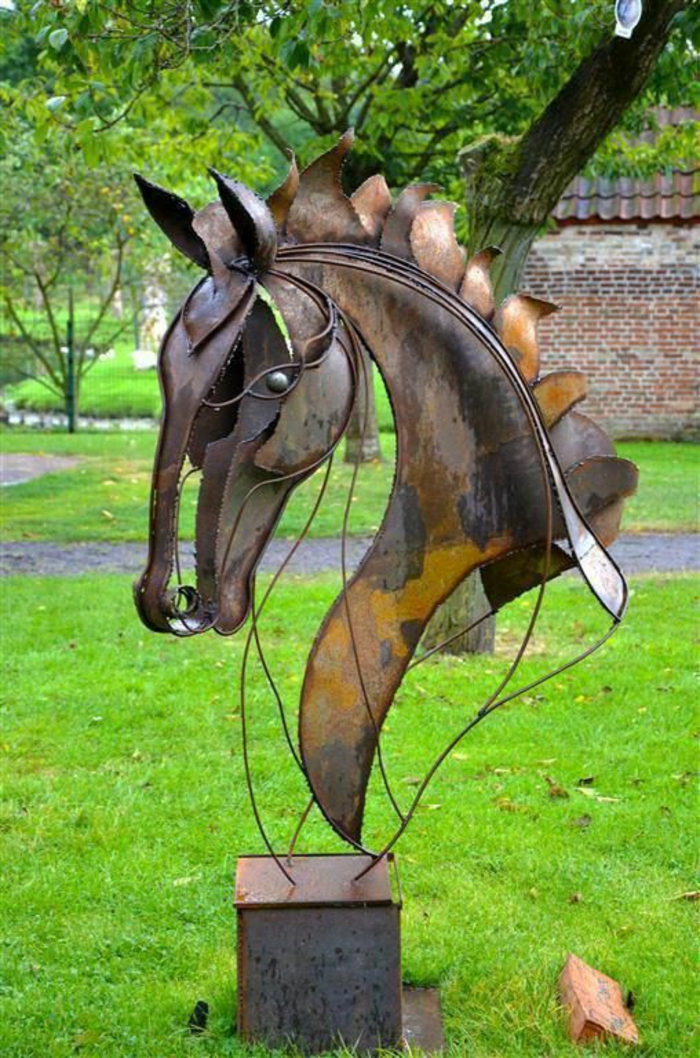 Rostige Gartendeko pferd