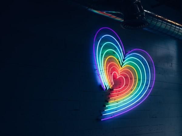 Schlaue und liebevolle Valentinsgeschenke für Damen und Herren regenbogen herz liebe
