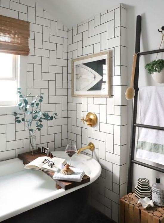 Trends 2021 in der Inneneinrichtung Bad klassisches Design Badewannen weiße Fliesen