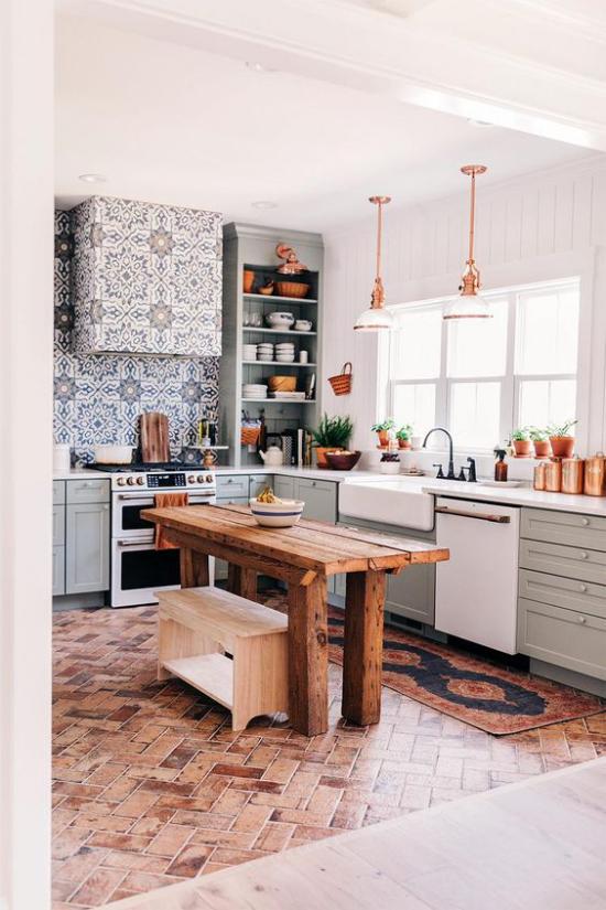 Trends 2021 in der Inneneinrichtung Küche nachhaltige Materialien Fliesen Holztisch