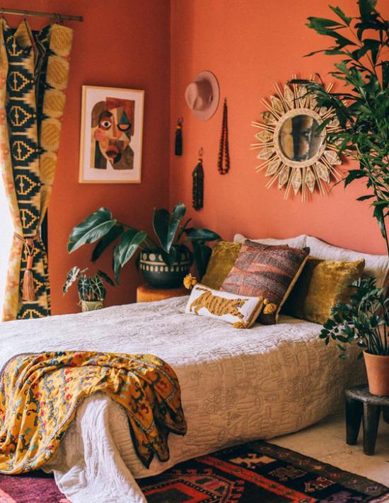 Trends 2021 in der Inneneinrichtung Schlafzimmer warme Farben exotische Muster träumerische Raumatmosphäre